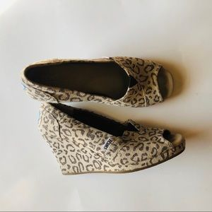 Toms leopard wedge size 7